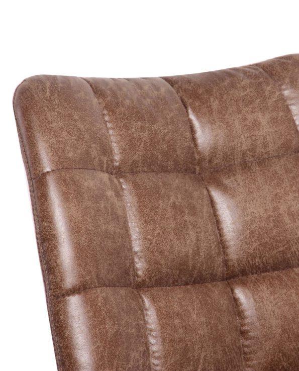 Chaise vintage matelassée effet cuir vieilli