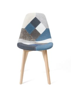 chaise-patchwork-bleu-salle-a-manger-pietement-bois
